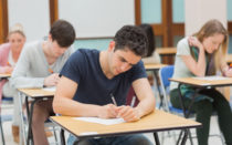 Студент пишет